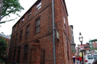 oldest brick house in Boston built in 1711 and neighbor to Paul Revere's house
