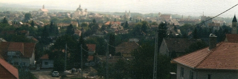 the small city of Vac